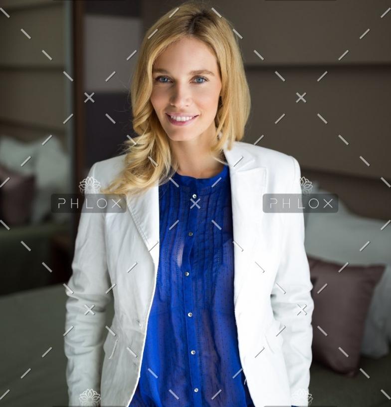 demo-attachment-66-portrait-of-attractive-businesswoman-in-hotel-M2LSR4J